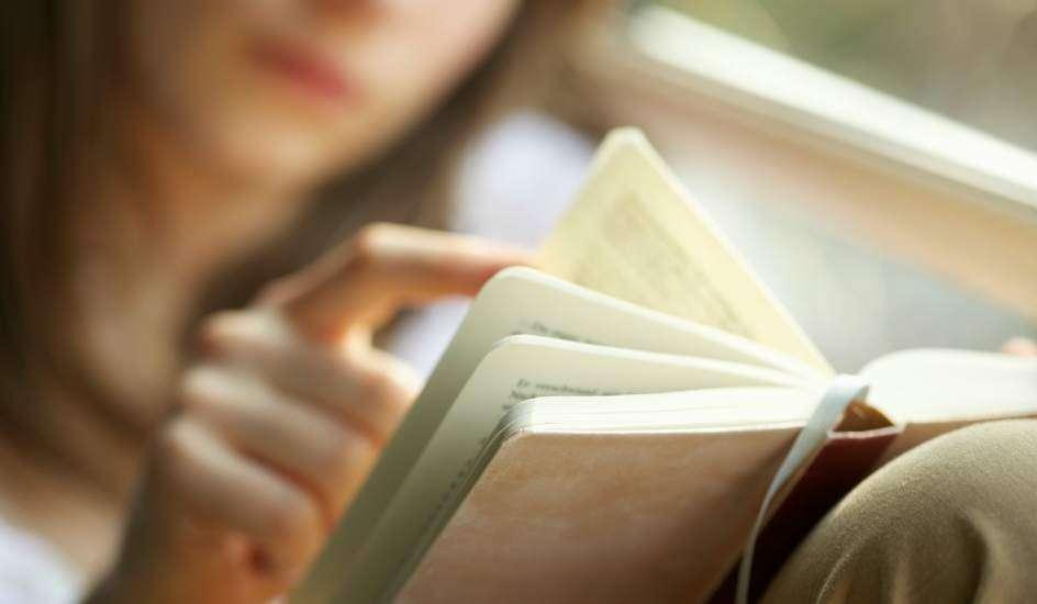 ¿Todavía intentas vender tu libro en las redes sociales?